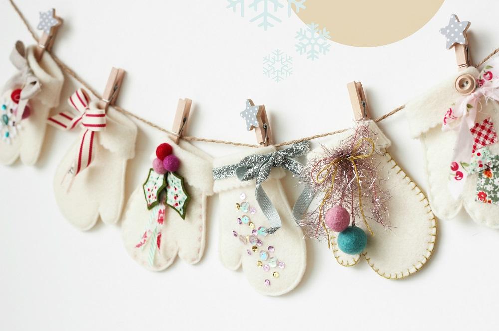 новогодние рукавички из фетра с вышивкой