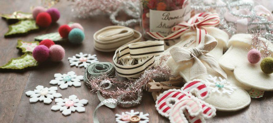 Новогодние рукавички из фетра с вышивкой: мастер-класс